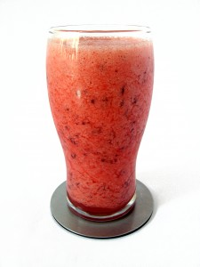 Getting ready to shed your winter weight and get beach-ready?  Check out these weight-loss boosting super smoothies to get vacation ready!   Kellyandhercat.com